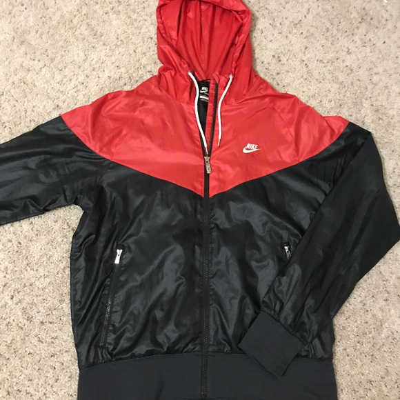 0ffabaf2cd6b Nike Windrunner Jacket Red Black. M 5aa9da418290afbb0711024a